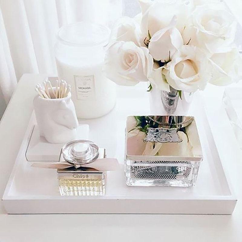 Ezt például egy hálóban vagy fürdőben megvalósítható csodaszép elrendezés. A gyönyörű rózsák szinte életre keltik ezt a tálcát :-).