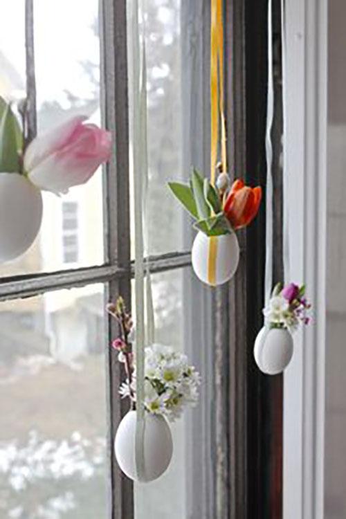 Szintén lógatott tojások, amelybe rövid élő virágokat raktak. Nagyon cuki.