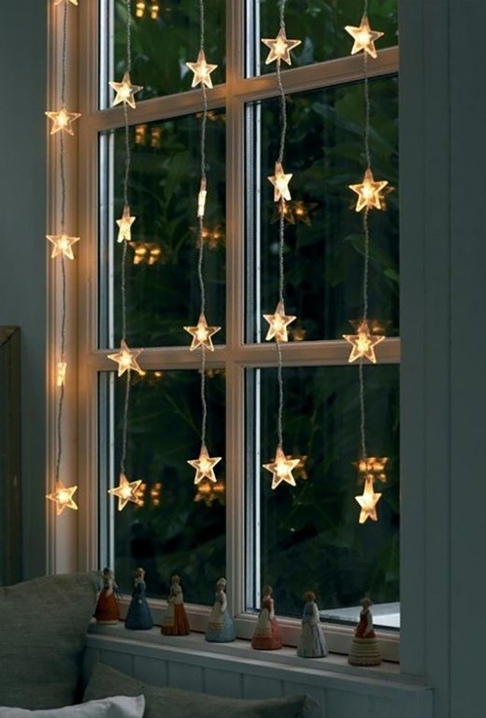 Star shaped lights in the window, I love this.