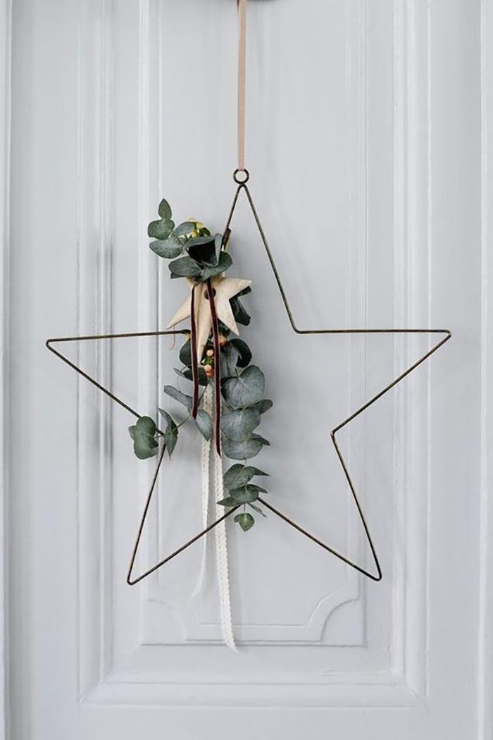 Ajtó dekoráció csillag eukaliptusszal megbolondítva.
