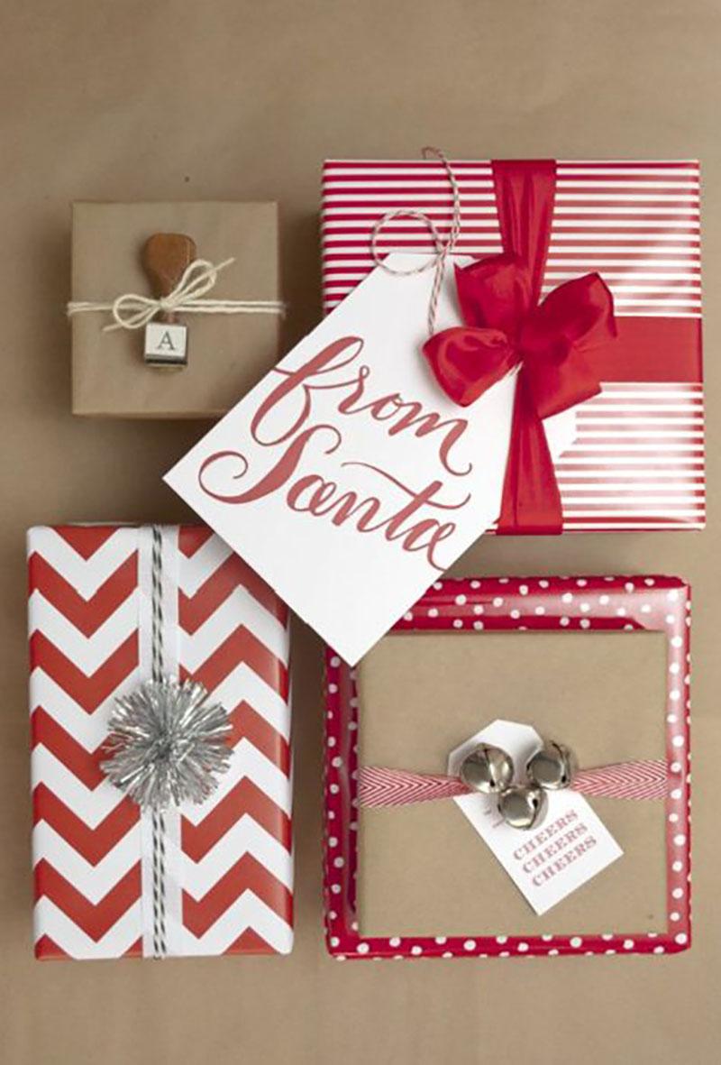 A piros variációi mellé sima barna, postai csomagolópapírt is használhatunk, átkötve piros szalaggal.
