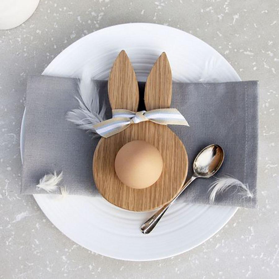 Nyuszi alakú fa tojástartó.