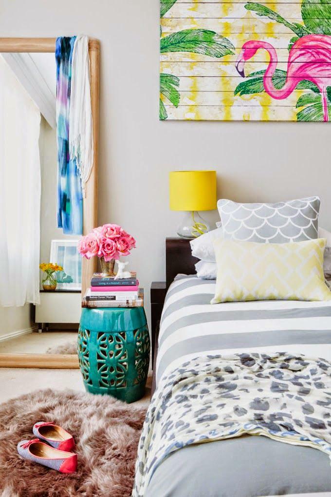 Rakjunk egy színes flamingós képet a falra és máris nyárias, vidám hangulat lesz.