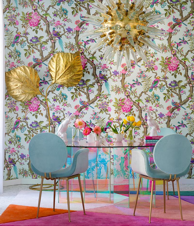 Cukorka színek maximalizmusa, arany, világoskék és pink színekben.