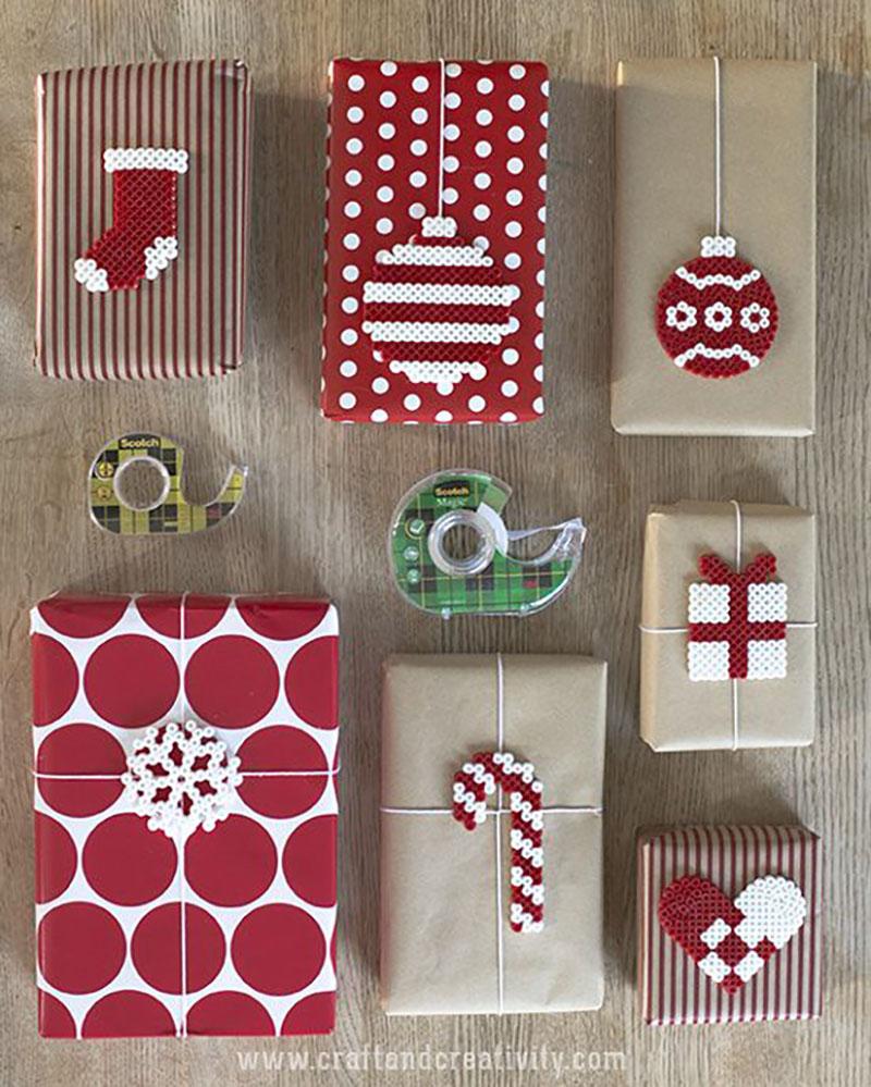 Piros-fehér csíkosban, pöttyösben és a sima postai csomagolópapír piros-fehérrel kidíszítve.