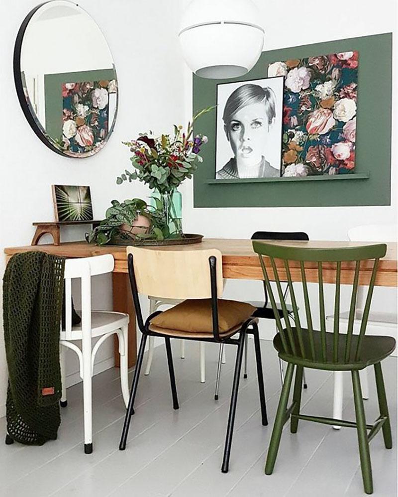 Zöld falrészlet és egy zöld szék, jól kiemelik a natúr színeket. Twiggy meg nagy szemekkel nézi a végeredményt :-).