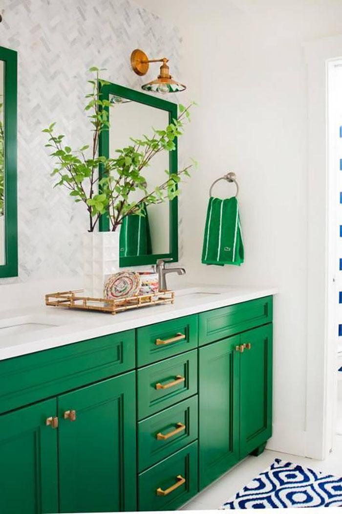 Fürdőszoba bútorban nem túl szokványos a zöld, de miért ne?