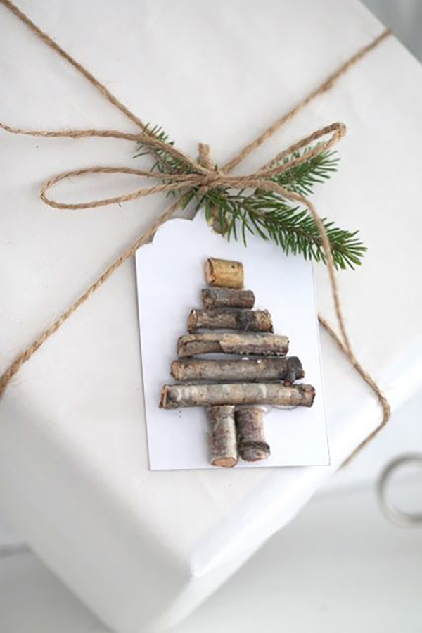 With some creativity you can create unique labels easily, for example with some small branches in Christmas tree shape.