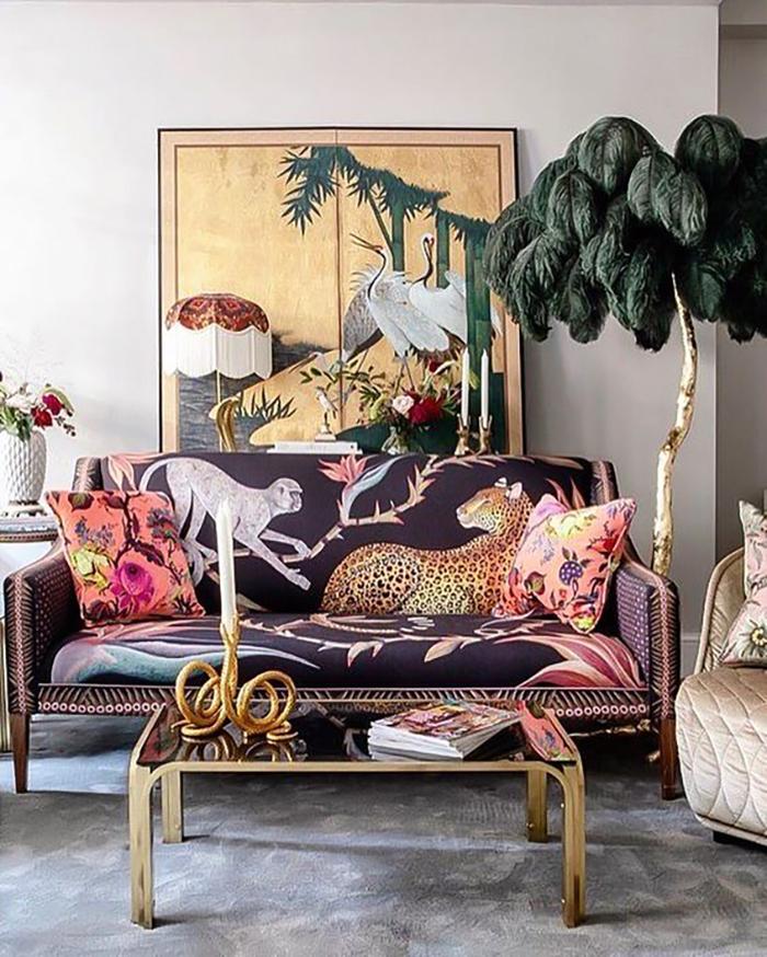 Állatminta és arany, a világos színekkel is lehet játszani, érdemes különböző mintákat és textúrákat összerakni.