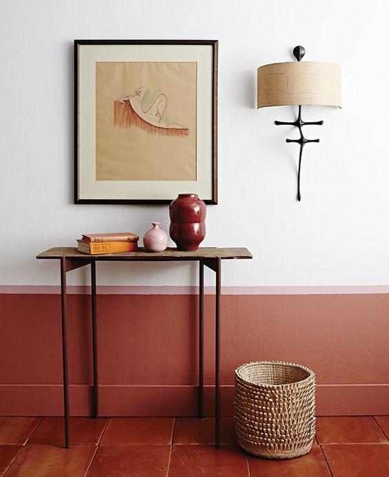 Nekem ez a belső afrikai feelinget ad, a rózsaszín egy kis váza formájában jelenik meg és egy vékony kis csíkként a falon.
