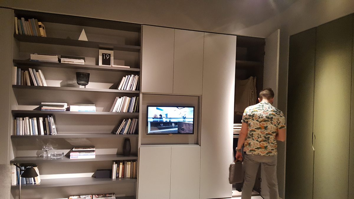 Dielle - unfortunately someone is in my picture :-), but I wanted to show you the TV in the garderobe.
