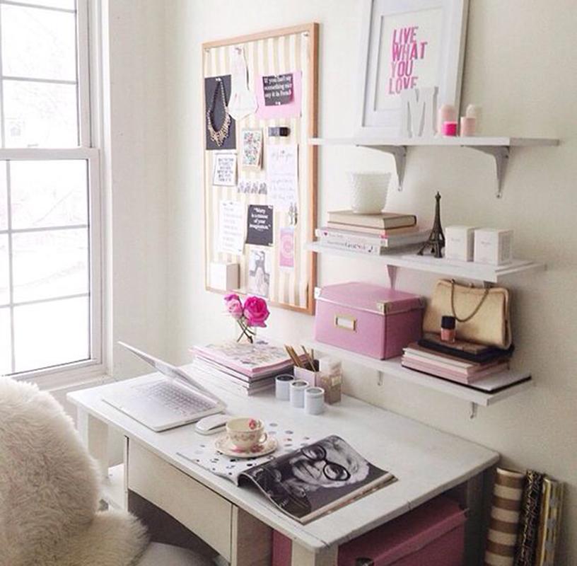 Emlékeztető tábla a falra és apró kiegészítők teszik élvezetessé az otthoni munkát.