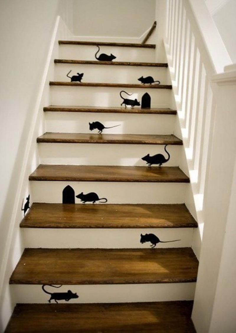 Végezetül egy hiper cukiság. Falmatricával is meg lehet oldani vagy festéssel ha valakinek erős az idegzete, hogy ennyi egeret kivitelezzen :-).