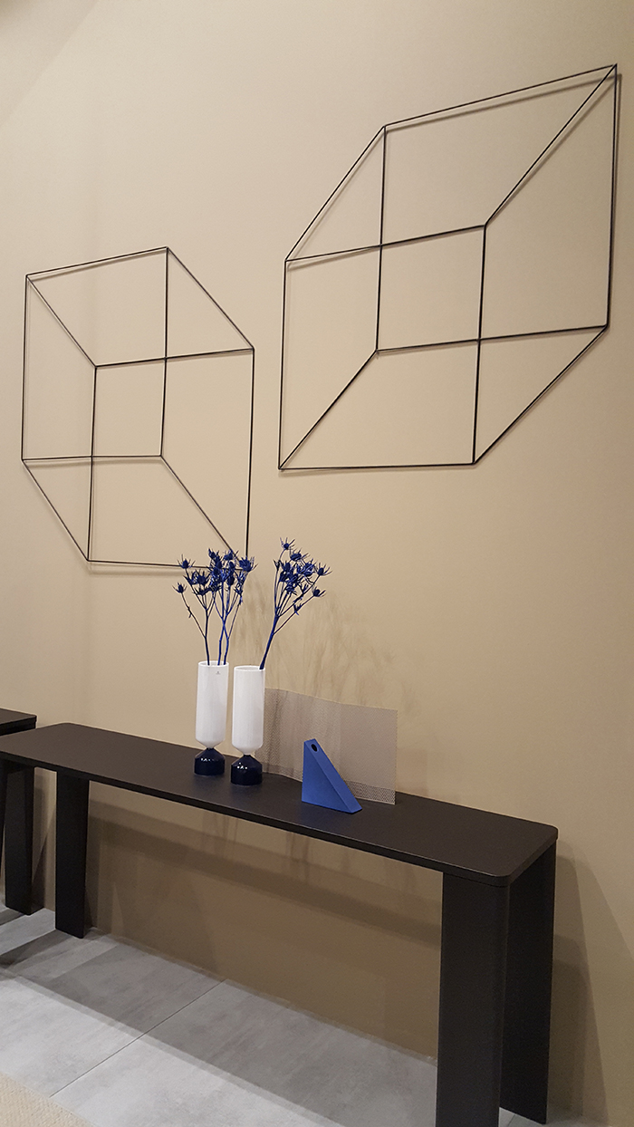 Former Busnelli - this walldecor is simple, but looks amazing especially with a hint of blue.