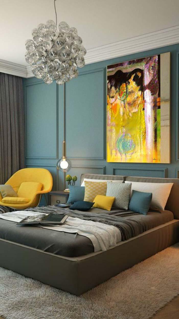 Kék, szürke és sárga, nagyon jól mutatnak együtt, és a hab a tortán a festmény a falon.