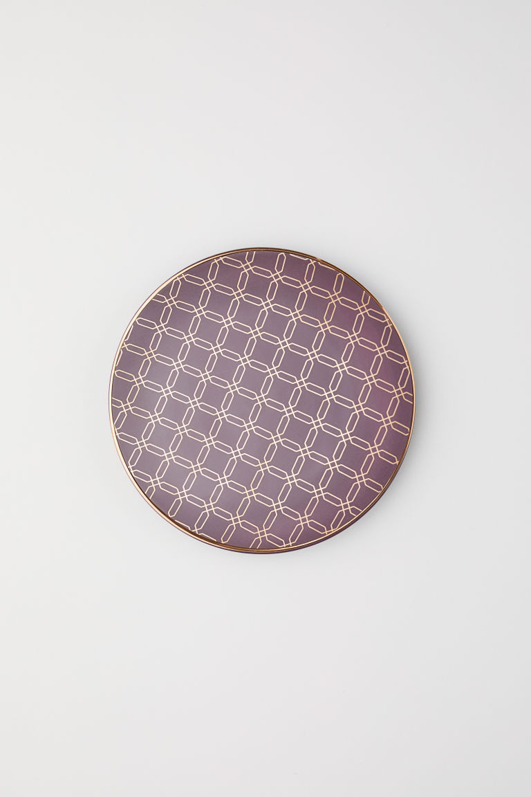 Plate in dark plum color from H&M Home.