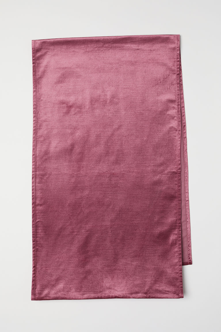 Velvet table cloth from H&M Home.