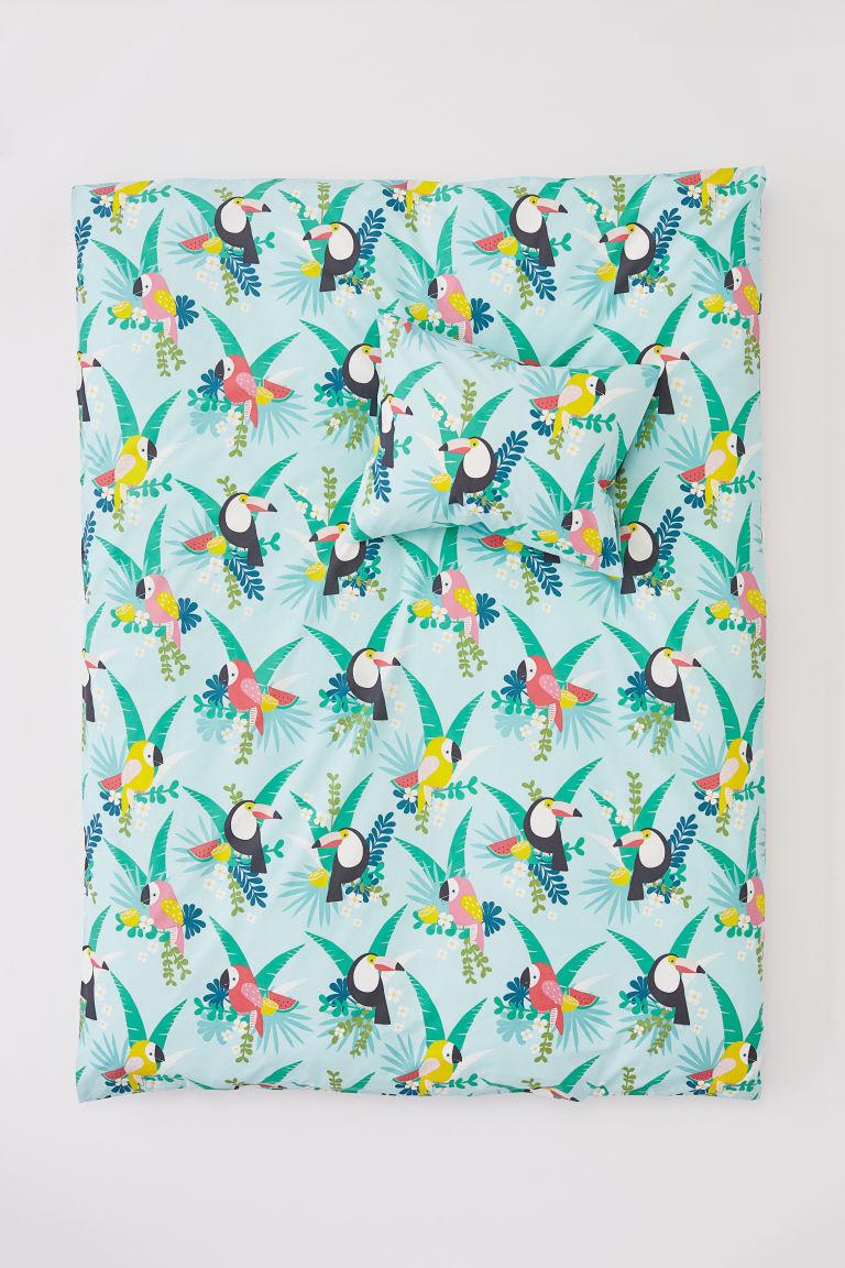 Egzotikus ágynemű kékben madárkákkal (H&M Home).