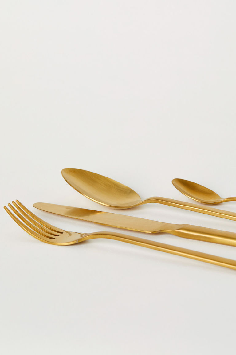 Gold colored cuttlery from H&M Home.