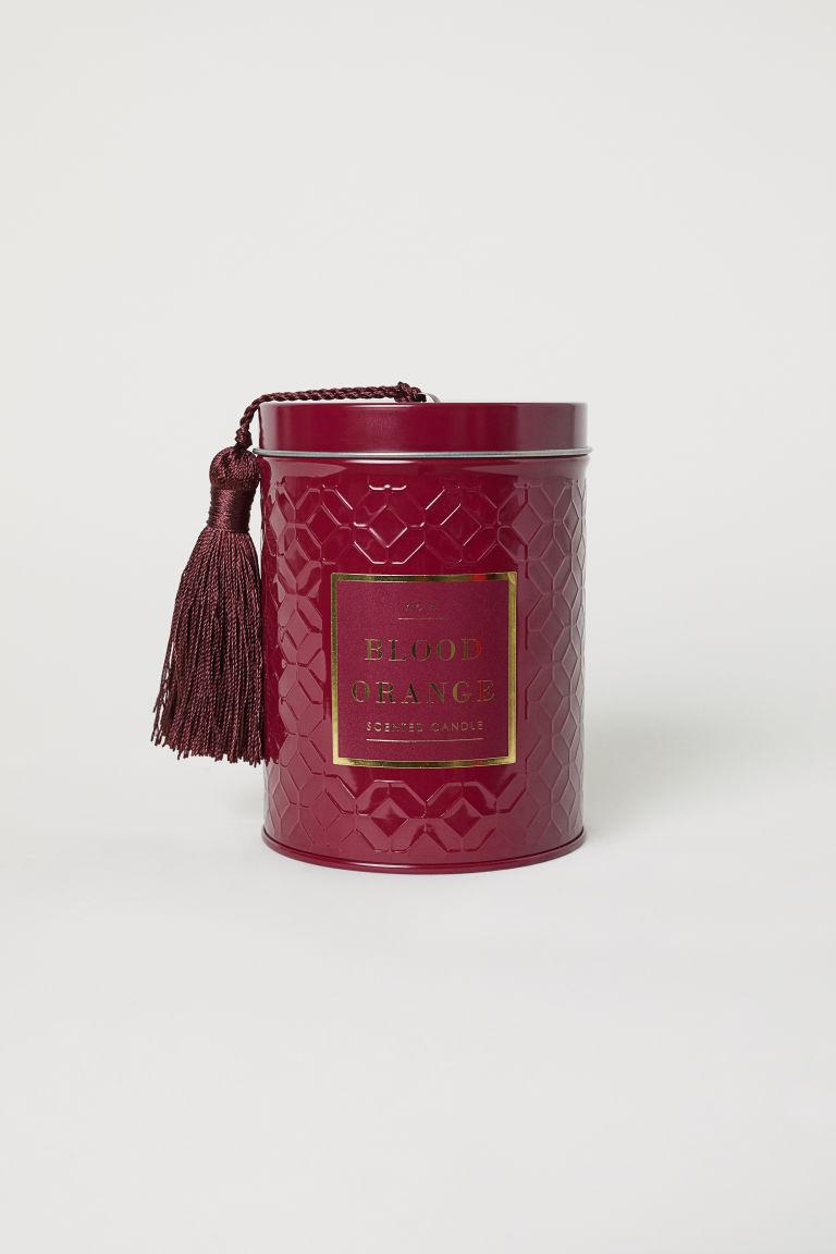 Vérnarancsos illatgyertya kerámiatégelyben a H&M Home-tól.