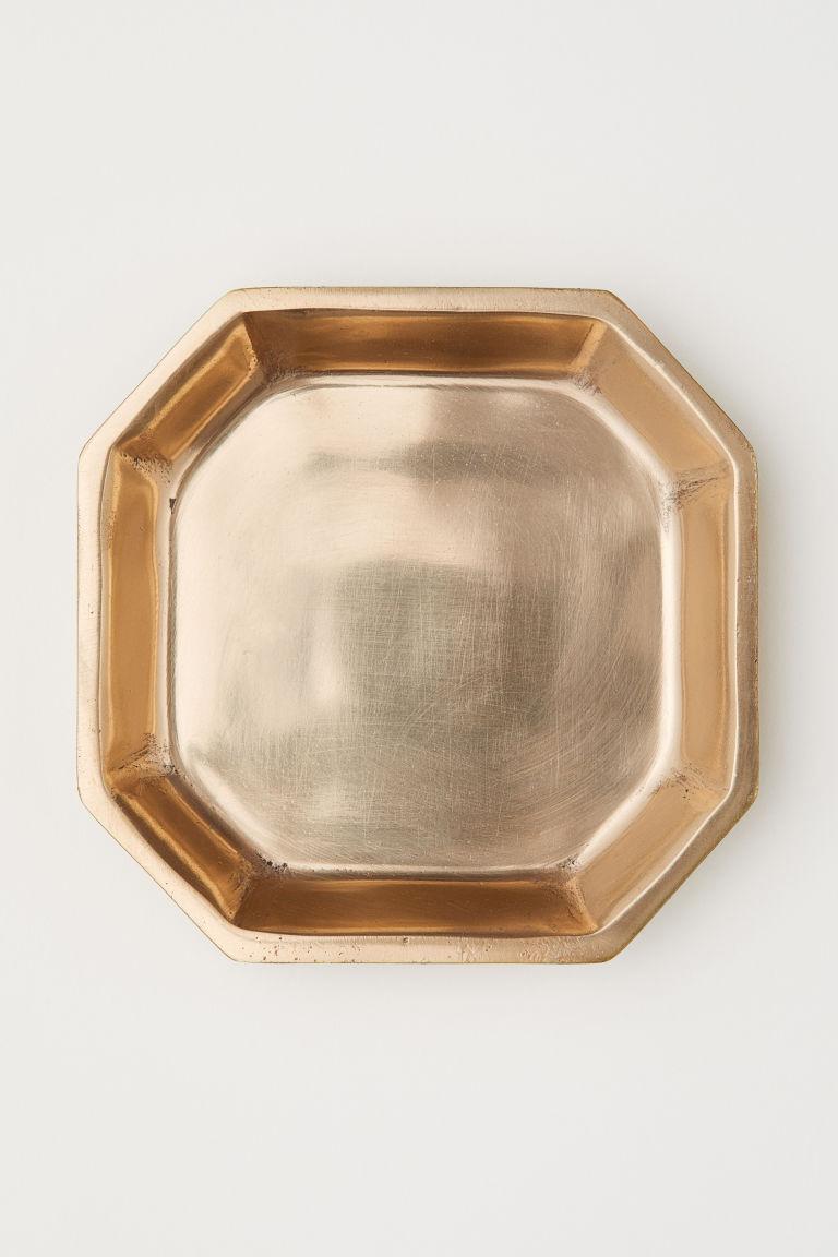 Aranyszínű kis fémedény a H&M Home-tól.