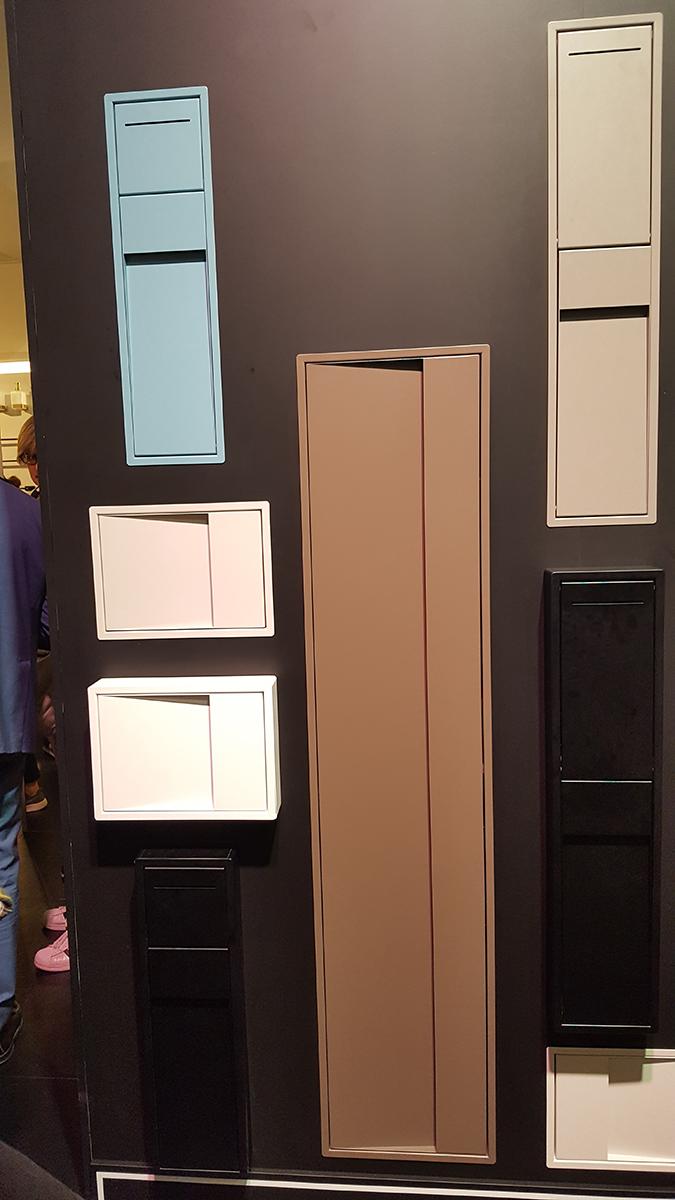 Fürdőszoba szekrények a falba helyezve az Indától. A következő képen kinyitva is láthatjátok. http://www.inda.net/en-US