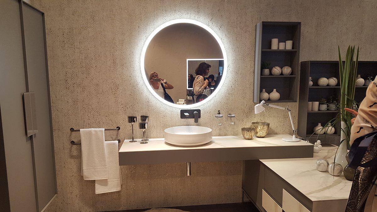 Ez is egy megoldás lehet ha van helyünk, hogy oldalra rakjuk a szekrénykét, nem a mosdópult alá. - Inda