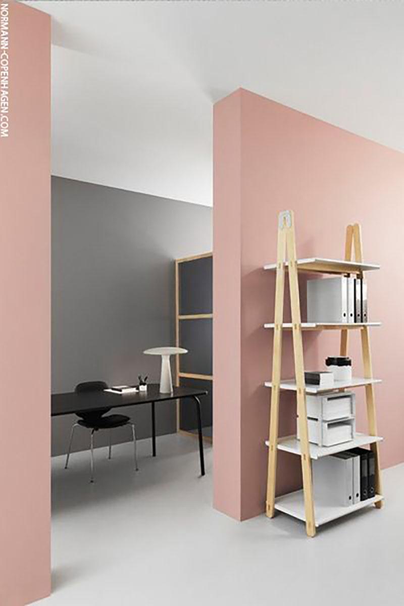 Irodai kombó, nem túl szokványos a rózsaszín használata egy irodában de tök jó ezzel a szürkével és abszolút bevállalható.