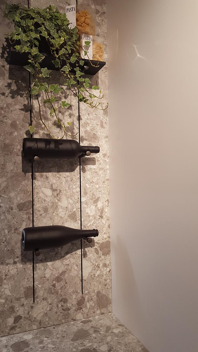 Ötlet borosüveg tárolásra, az előző kép jobb oldalán egészben is látható. Miton