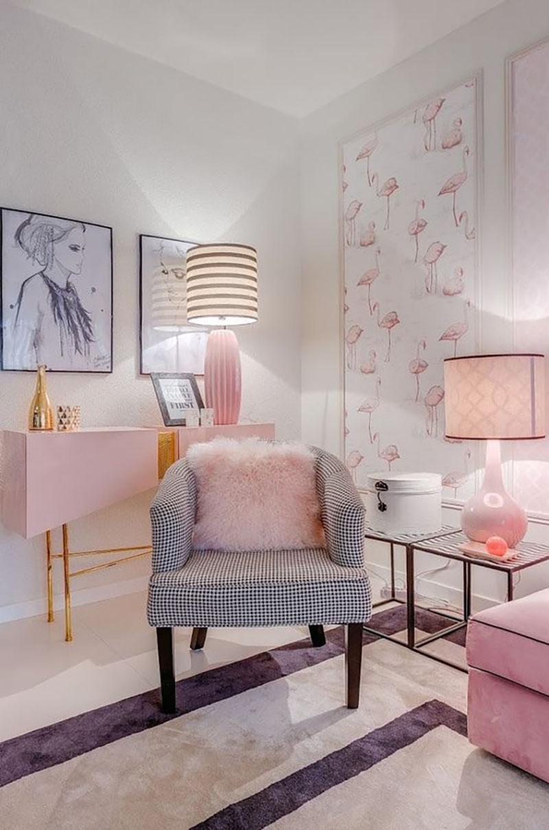 Első látásra kicsit sok lehet ez a nappali, viszont szerintem tök jól összerakták a különböző mintákat: csíkos, kockás, flamingós, persze mindez szürkében és rózsaszínben.