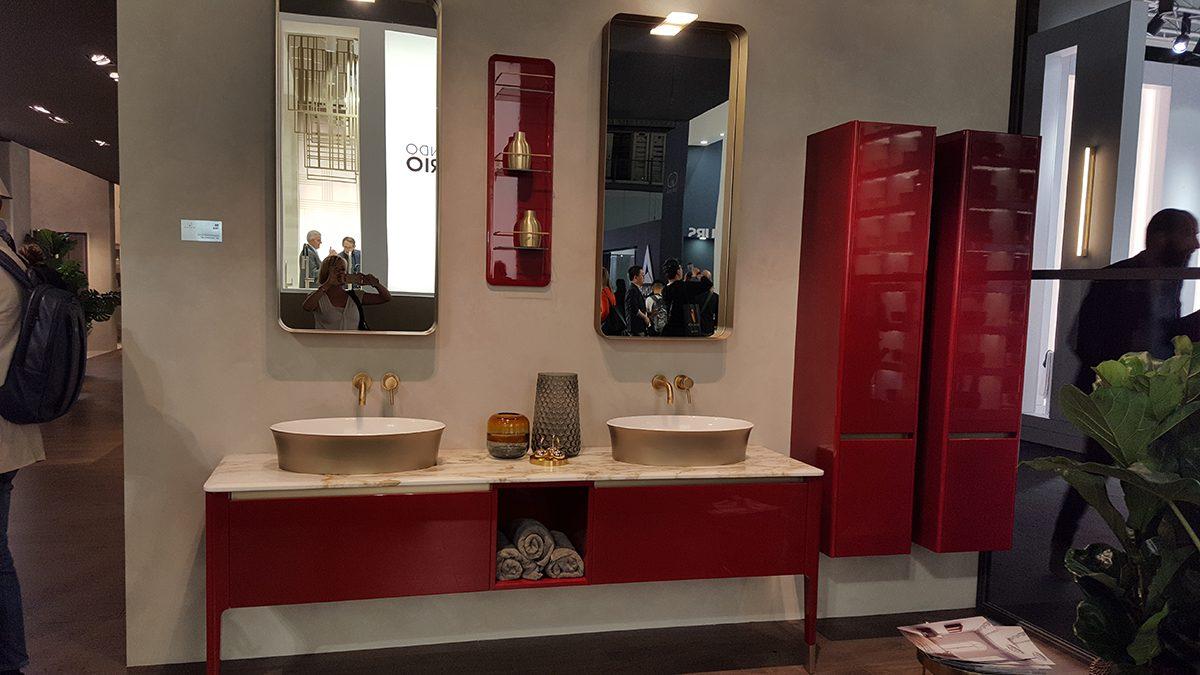Piros-arany-márvány fürdő a Puntotre-tól. https://www.arredobagnopuntotre.com/